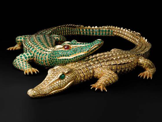 Cartier a toujours su s'inspirer des d'un exotisme mystifié pour ses oeuvres comme pour ce collier Crocodiles en or, émeraudes et topazes.
