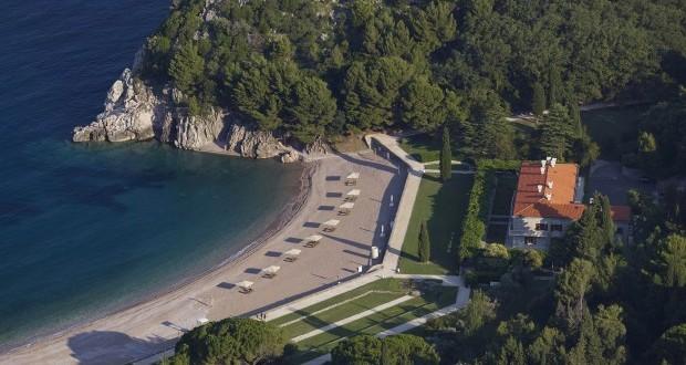 Weekend luxe au Monténégro. Sur les bords de l'Adriatique, l'Aman Sveti Stefan est le pied-à-terre idéal pour découvrir un pays aux paysages et à la culture exceptionnels.