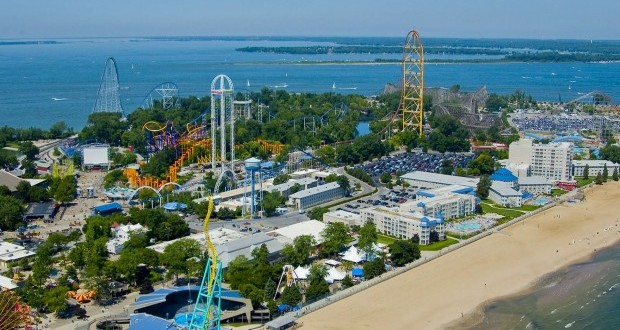 Le plus grand parc d'attractions au monde : Cedar Point.