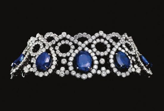 Choker composé de 5 saphirs, taille ovale, non traités de Ceylan de 146 carats et diamants, montés sur platine