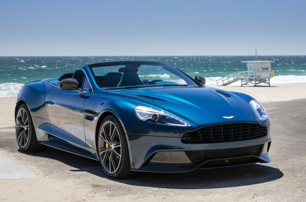 Cette Aston Martin cabriolet a les mêmes atouts que le coupé, sorti quelques mois plus tôt.