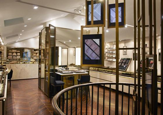 """Avec son lustre digital et son intérieur soigné, le Burberry """"Beauty Box"""" cultive le goût du luxe entre tradition et modernité"""