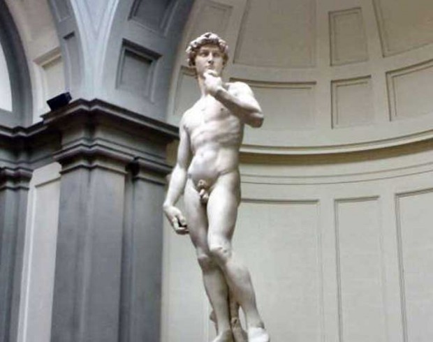 La célèbre statue de David trône fièrement dans la Galleria Dell'Academia.