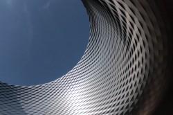 Nouvelle halle construite par les architectes Herzog et de Meuron