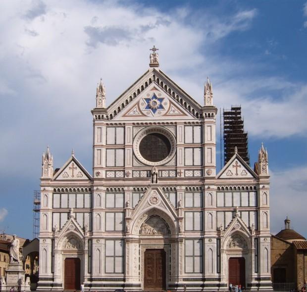 Les plus grands noms Italiens ont leurs tombent dans cette église Santa Croce.