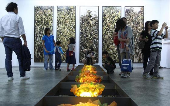 Les oeuvres du chinois Xu Jiang ont fait sensation parmi les 250 exposants de cette année.