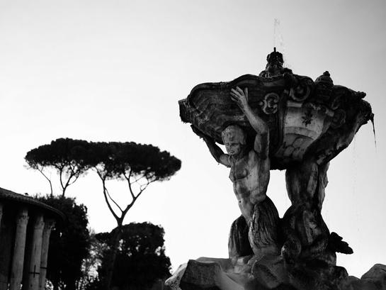 fontaine de trevi exposition de Karl Lagerfeld