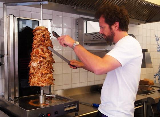 Le Kebab Grillé bouscule tout les codes, notamment avec son veau de lait et ses dürüms faits maison.