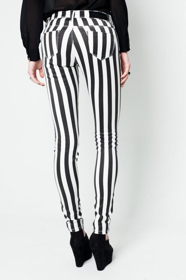 Le pantalon à rayures tendance été 2013
