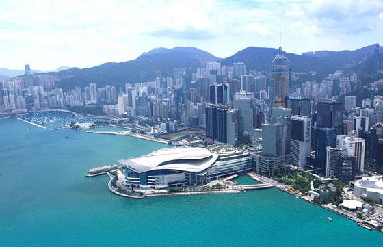 Le Hong Kong Convention and Exhibition Center offre ses 54 000 m² pour accueillir le Art Basel Hong Kong.