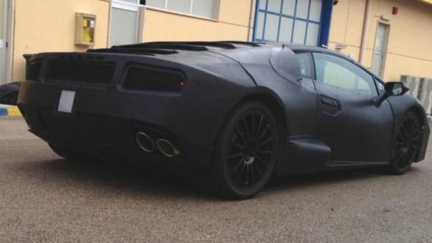 Entre scoops et rumeurs, les premières photos de la remplaçante de la Lamborghini apparaissent.