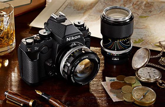 Avec son esthétique soignée, le Nikon Df rappelle les modèles FM qui avaient marqués la photographie dans les années 70-80.