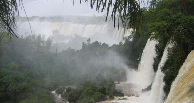 Les chutes d'Iguaçu, à la frontière brésilienne.