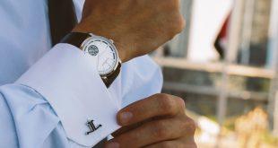 Une montre au poignet
