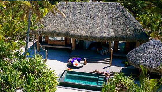 Les villas en bois offrent entre autres une piscine privative et une vue époustouflante sur le lagon